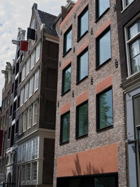 Outside Museum Ons' Lieve Heer op Solder, Oudezijds Voorburgwal, Amsterdam